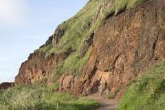 Παράκτιο μονοπάτι υπερυψωμένων μονοπατιών γιγάντων  Κομητεία Antrim  Βόρειο Irelan Στοκ Εικόνες