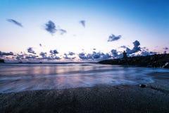 Παράκτιο παρατηρητήριο από τις ακτές του Όρεγκον στο νεφελώδες βράδυ στοκ εικόνα με δικαίωμα ελεύθερης χρήσης