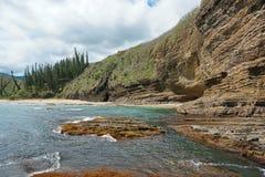 Παράκτιο τοπίο Νέα Καληδονία απότομων βράχων και παραλιών Στοκ Εικόνα
