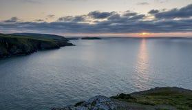 Παράκτιο τοπίο - Ουαλία - νότος άποψης από Mwnt Στοκ φωτογραφίες με δικαίωμα ελεύθερης χρήσης
