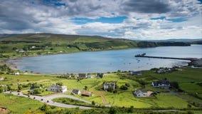Παράκτιο χωριό Uig στο νησί του χρονικού σφάλματος της Skye απόθεμα βίντεο