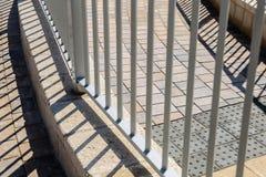 Παράλληλες γραμμές και οι σκιές τους στο έδαφος Στοκ εικόνες με δικαίωμα ελεύθερης χρήσης