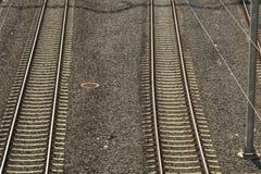 Παράλληλες γραμμές σιδηροδρόμων στοκ φωτογραφίες