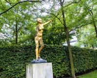 Παράξενα παράξενο χρυσό άγαλμα στο Βερολίνο Γερμανία Στοκ Φωτογραφίες