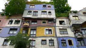 Παράξενη αρχιτεκτονική του σπιτιού Hundertwasser απόθεμα βίντεο
