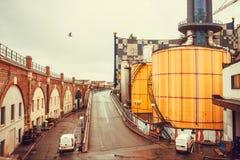 Παράξενη δομή των εγκαταστάσεων αποτέφρωσης αποβλήτων Spittelau στην έννοια του καλλιτέχνη Hundertwasser Στοκ Εικόνες