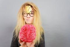 Παράξενος εγκέφαλος εκμετάλλευσης γυναικών που έχει την ιδέα Στοκ Εικόνα