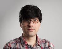 Παράξενο άτομο με τα σπασμένα γυαλιά Στοκ Φωτογραφίες
