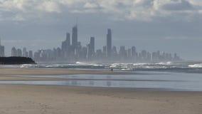 Παράδεισος Surfer ορατός από το Palm Beach, Gold Coast, Αυστραλία απόθεμα βίντεο