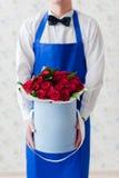 Παράδοση των λουλουδιών Στοκ Εικόνες