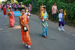 Παρέλαση στην αθλητική ημέρα των αρχικών σπουδαστών στοκ εικόνα με δικαίωμα ελεύθερης χρήσης