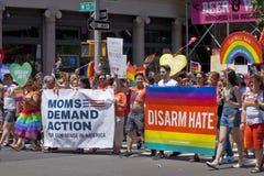 Παρέλαση υπερηφάνειας πόλεων της Νέας Υόρκης - αφοπλίστε το μίσος στοκ εικόνες