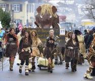 Παρέλαση καρναβαλιού με τα όμορφα costums Στοκ Φωτογραφίες