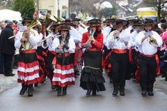 Παρέλαση καρναβαλιού με την ορχήστρα πνευστ0ών από χαλκό Στοκ Εικόνες