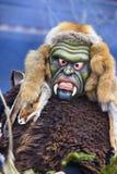 Παρέλαση καρναβαλιού με τη χαρασμένη ξύλινη μάσκα Στοκ Φωτογραφίες