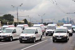 Παρέλαση της Μόσχας αυτοκινήτων έκτακτης ανάγκης καταρχάς της μεταφοράς πόλεων Στοκ εικόνα με δικαίωμα ελεύθερης χρήσης