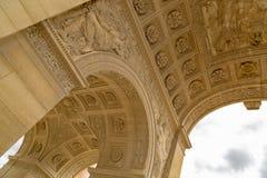 Παρίσι, Γαλλία - 28 Μαρτίου 2017: Το θριαμβευτικό Arch Arc de Triomphe du ιπποδρόμιο ιπποδρομίων μπροστά από το Λούβρο Στοκ εικόνες με δικαίωμα ελεύθερης χρήσης