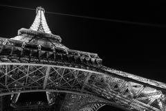 Παρίσι, Γαλλία, στις 27 Μαρτίου 2017: Πύργος του Άιφελ στο Παρίσι τη νύχτα με τα φω'τα επάνω Στοκ εικόνες με δικαίωμα ελεύθερης χρήσης