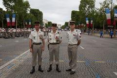 Παρίσι, Γαλλία - 14 Ιουλίου 2012 Οι στρατιώτες θέτουν πριν από το Μάρτιο στην ετήσια στρατιωτική παρέλαση στο Παρίσι Στοκ φωτογραφίες με δικαίωμα ελεύθερης χρήσης