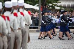 Παρίσι, Γαλλία - 14 Ιουλίου 2012 Στρατιώτες από τη γαλλική ξένη λεγεώνα Μάρτιος κατά τη διάρκεια της ετήσιας στρατιωτικής παρέλασ Στοκ Εικόνα
