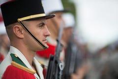Παρίσι, Γαλλία - 14 Ιουλίου 2012 Στρατιώτες από τη γαλλική ξένη λεγεώνα Μάρτιος κατά τη διάρκεια της ετήσιας στρατιωτικής παρέλασ Στοκ Φωτογραφίες