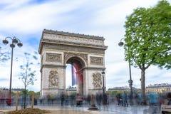 Παρίσι, Γαλλία - 1 Μαΐου 2017: Μακροχρόνια άποψη έκθεσης Arc de Triomp Στοκ φωτογραφία με δικαίωμα ελεύθερης χρήσης