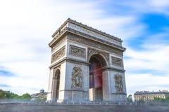Παρίσι, Γαλλία - 1 Μαΐου 2017: Μακροχρόνια άποψη έκθεσης Arc de Triomp Στοκ εικόνες με δικαίωμα ελεύθερης χρήσης