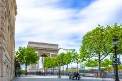Παρίσι, Γαλλία - 1 Μαΐου 2017: Μακροχρόνια άποψη έκθεσης champs-Ã ‰ lys Στοκ Εικόνα
