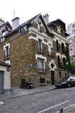 Παρίσι, 19.2013-ιστορικό κτήριο augist σε Montmartre στο Παρίσι Στοκ φωτογραφία με δικαίωμα ελεύθερης χρήσης