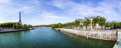 Παρίσι με την άποψη στον πύργο του Άιφελ - ο ποταμός του Σηκουάνα Στοκ Φωτογραφία