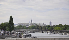 Παρίσι, 16.2013-Σηκουάνας γέφυρα Αυγούστου στο Παρίσι Στοκ φωτογραφία με δικαίωμα ελεύθερης χρήσης