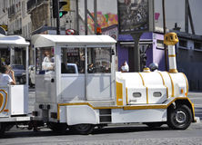 Παρίσι, στις 19 Αυγούστου 2013 - κλείστε επάνω το τραίνο του γύρου επίσκεψης σε Montmartre στο Παρίσι Στοκ Εικόνες