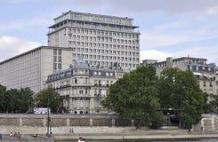 Παρίσι, στις 18 Ιουλίου: Ιστορικά κτήρια από την τράπεζα του Σηκουάνα από το Παρίσι στη Γαλλία Στοκ φωτογραφία με δικαίωμα ελεύθερης χρήσης