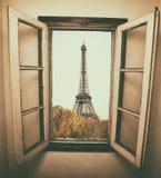 Παρίσι στο παράθυρο Στοκ εικόνα με δικαίωμα ελεύθερης χρήσης