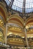 Παρίσι, 17.2013-Galeries εσωτερικό Λα Fayette Αυγούστου στοκ εικόνες με δικαίωμα ελεύθερης χρήσης