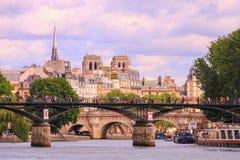 Παρίσι, quai de Seine r 16 Ιουνίου 2019 στοκ εικόνα