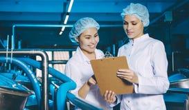 Παραγωγή εργοστασίων γάλακτος Στοκ φωτογραφίες με δικαίωμα ελεύθερης χρήσης