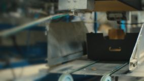 Παραγωγή κουτιών από χαρτόνι απόθεμα βίντεο