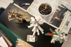 Παραγωγή λίγου χριστουγεννιάτικου δέντρου του χαρτονιού Στοκ Εικόνα