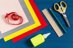 Παραγωγή της ευχετήριας κάρτας για το νέο σχολικό έτος Βήμα 1 Στοκ Φωτογραφία
