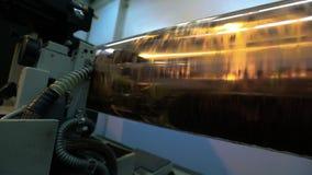 Παραγωγή της ταπετσαρίας Άξονας για την τυπωμένη ύλη εκτύπωσης στην ταπετσαρία Διαδικασία παραγωγής ταπετσαριών φιλμ μικρού μήκους