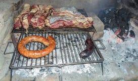 Παραγωγή του asado με τον άνθρακα στοκ εικόνα