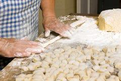 παραγωγή των ζυμαρικών Στοκ εικόνα με δικαίωμα ελεύθερης χρήσης