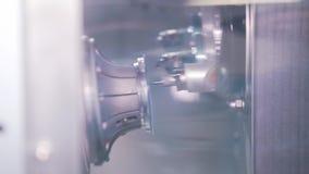 Παραγωγή των φακών για τα γυαλιά απόθεμα βίντεο