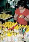 παραγωγή των matrioshkas Στοκ εικόνα με δικαίωμα ελεύθερης χρήσης