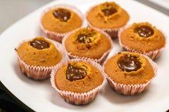Παραγωγή cupcakes Φωτογραφία της διαδικασίας σπιτικά muffins Στοκ Εικόνα