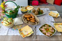 Παραδοσιακά ανατολικο-ευρωπαϊκά γεύματα επ' ευκαιρία Πάσχας στοκ φωτογραφίες