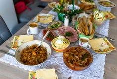 Παραδοσιακά ανατολικο-ευρωπαϊκά γεύματα επ' ευκαιρία Πάσχας στοκ εικόνα