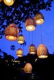 Παραδοσιακά από το Μπαλί φανάρια που κρεμούν από ένα δέντρο στοκ φωτογραφία με δικαίωμα ελεύθερης χρήσης