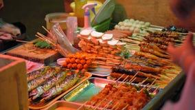Παραδοσιακά ασιατικά τρόφιμα, αγορά τροφίμων οδών απόθεμα βίντεο